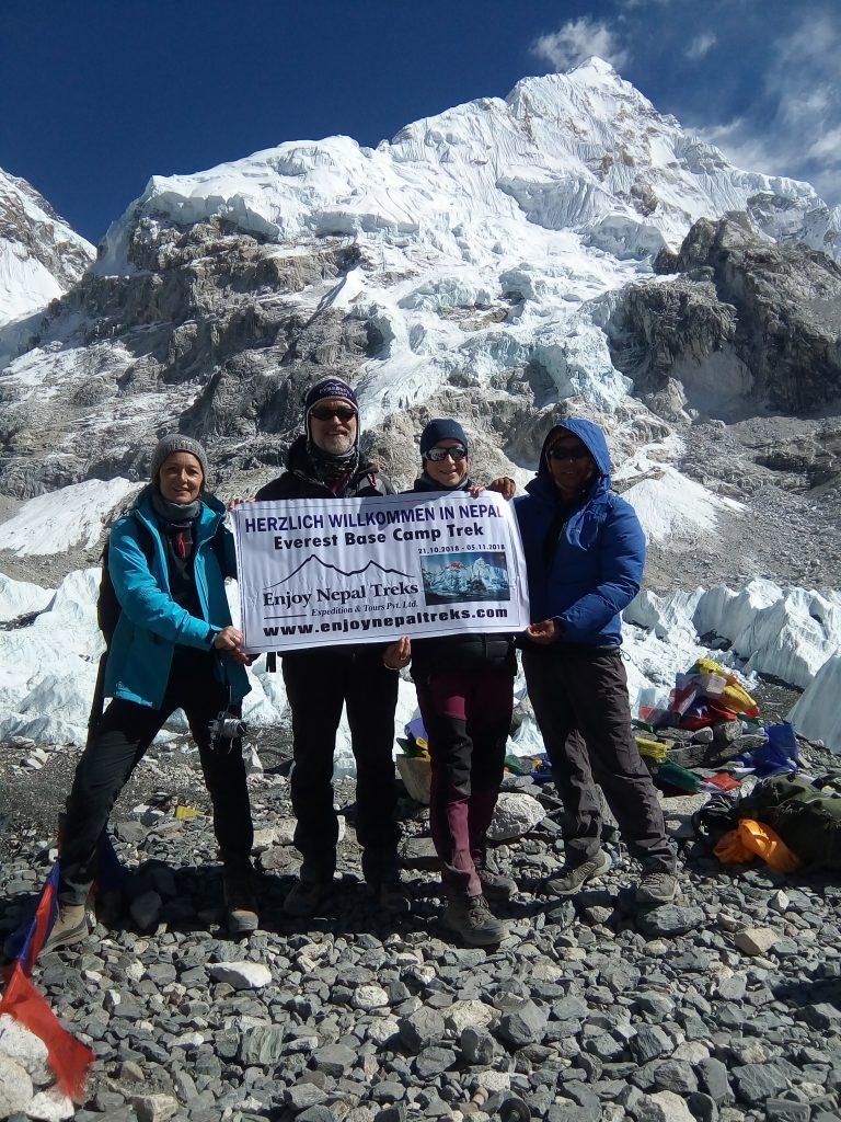 Everest base camp nepal porter