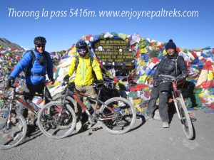 Thorong la pass Trek